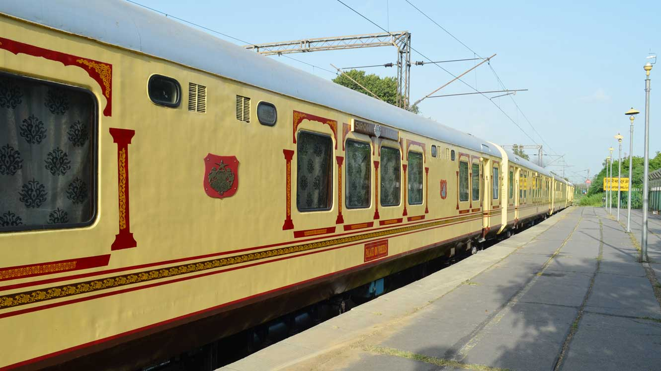 Palace On Wheels Pictures Image Gallery Of Luxury Train