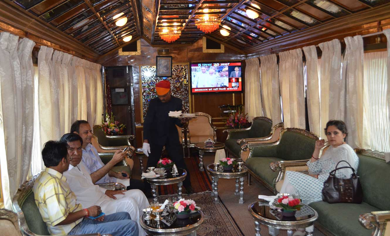 The Bar, Palace on Wheels